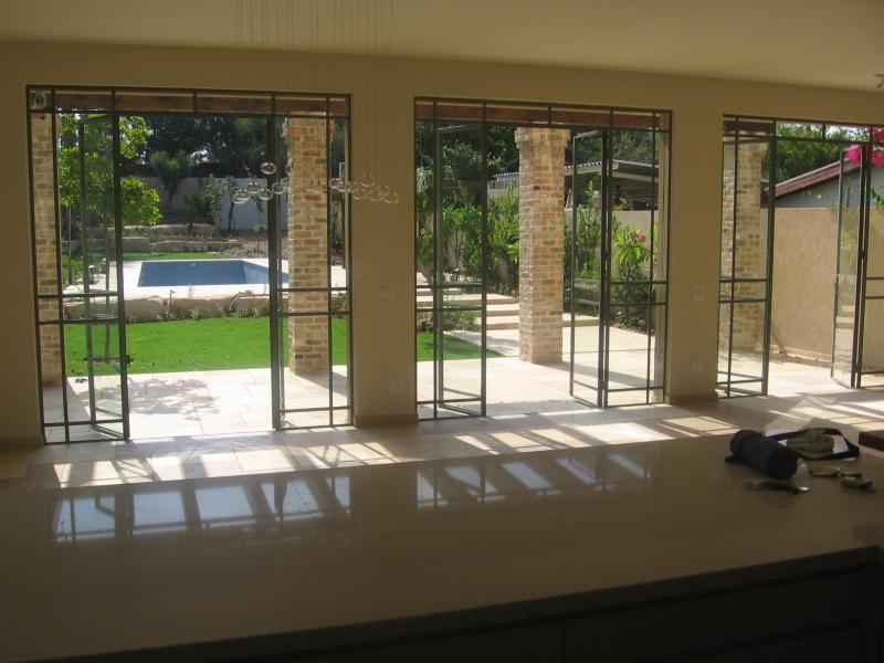 פנטסטי וילה מעוצבת ומשוכללת למכירה בהרצליה פיתוח - נכסי יוקרה בישראל -בתי DY-11