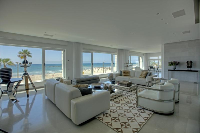 מודרניסטית דירת יוקרה למכירה מול הים בתל אביב - נכסי יוקרה בישראל -בתי יוקרה RP-57